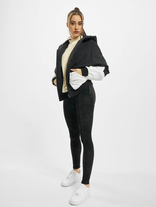 Urban Classics Ladies Padded 2-Tone Batwing  Lightweight Jackets image number 5